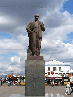 Гранитные памятники москвы у ярославского вокзала купить памятники на могилу недорого и хорошего качества