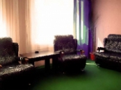 ЛЮКС «СЕМЕЙНЫЙ» №24, 2 комнаты, 2 двуспальных кровати, диван, кондиционер, телевизор, холодильник, телефон, душевая кабина.