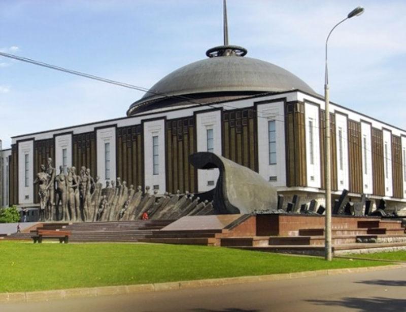 Памятник Трагедия народов на Поклонной горе