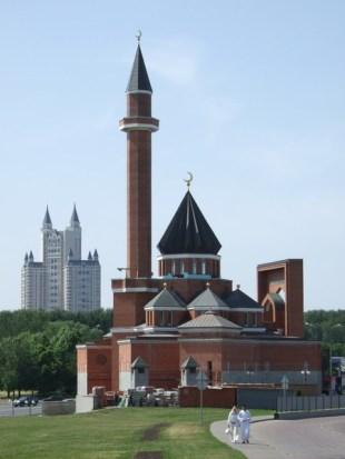 Где находятся мечети и храмы в Москве?