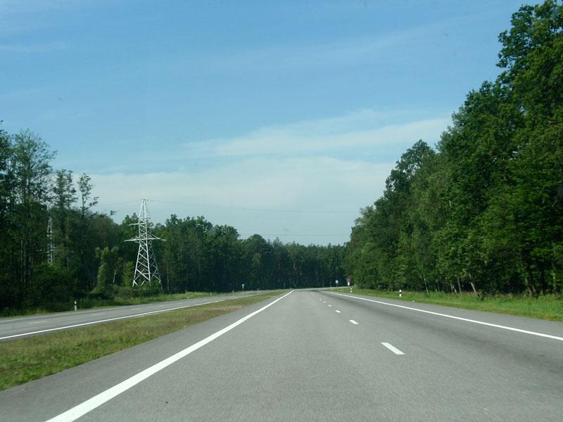 Лучше ехать m1, e95 - там 120 ограничение никаких населенных пунктов по дороге заправки в среднем через 30 км