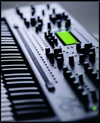 Где научиться играть на синтезаторе в Москве?