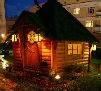 Охотничий домик на крыше ресторана