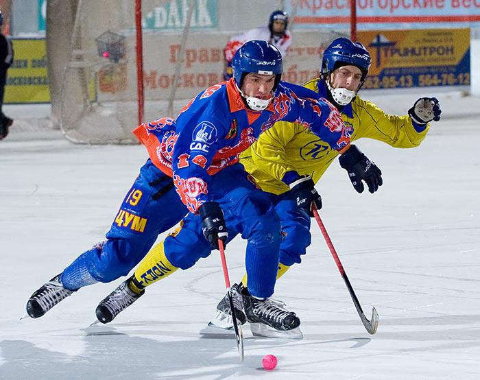 Где научиться играть в хоккей в Москве?