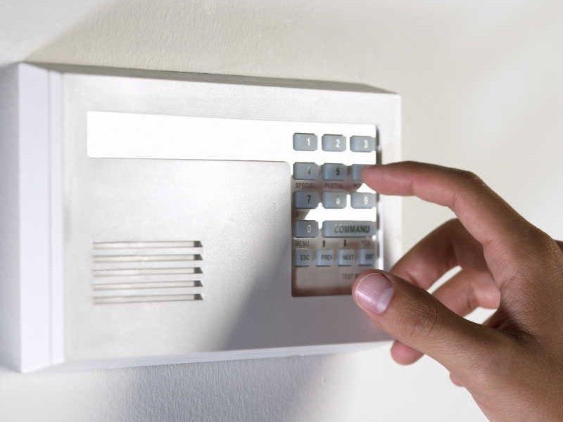 Как установить сигнализацию в квартиру в Москве?